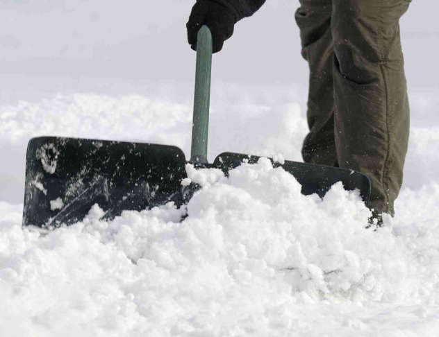 Snow Shovelling Injuries & Chiropractic Tips